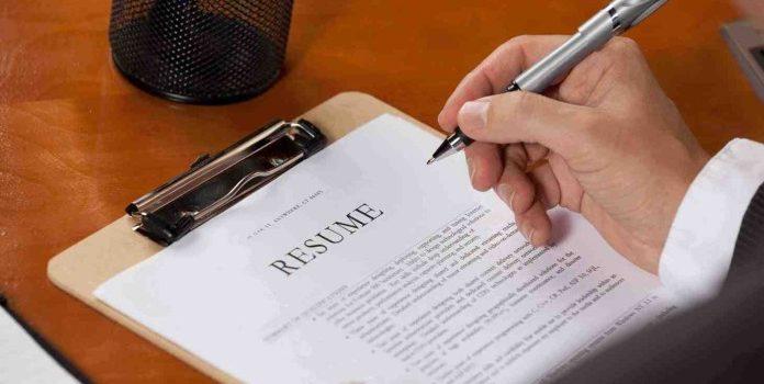 scrivere un resume